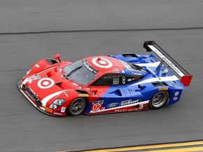 Kyle Larson teamed with Scott Dixon, Tony Kanaan and Jamie McMurray to win the Rolex 24 at Daytona.