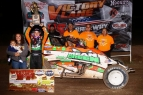 BACON BOLTS TO WESTERN WORLD NIGHT 2 WIN; 100TH USAC NATIONAL VICTORY FOR HOFFMANS