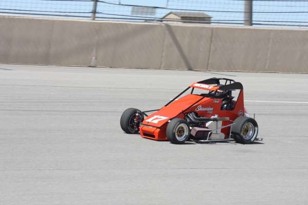 Chad Nichols leads the Western Pavement Midgets to Madera Saturday.