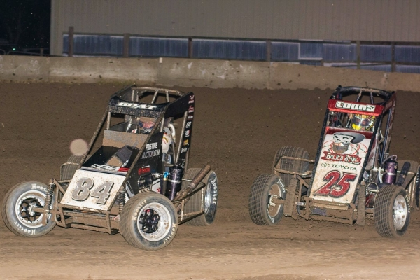 #84 Chad Boat & #25 Jerry Coons, Jr. battle for position at Jefferson County Speedway during the series' 2017 race.