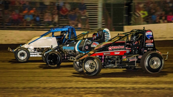 Three-wide USAC AMSOIL National Sprint Car action at Tri-State Speedway in Haubstadt, Ind.