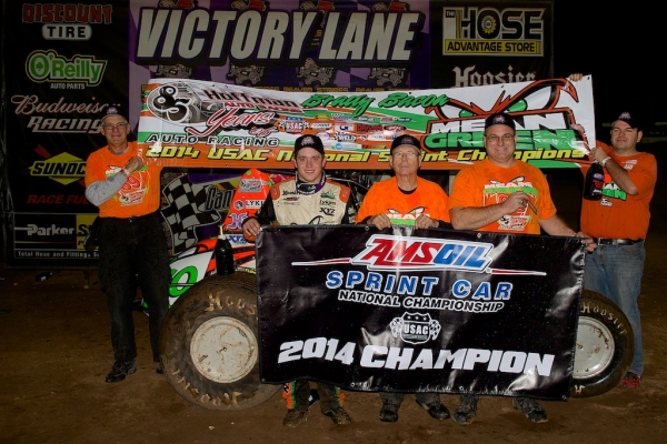 Brady Bacon and his crew celebrate after claiming the 2014 AMSOIL National Sprint title.