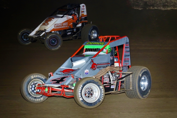 "Defending ""Oval Nationals"" winner Damion Gardner battles Richard Vander Weerd for the lead in last year's race at California's Perris Auto Speedway."