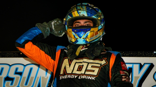Chris Windom (Canton, Ill.) collected his third USAC NOS Energy Drink National Midget victory in Friday night's Midwest Midget Championship opener at Jefferson County Speedway in Fairbury, Nebraska.