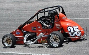 Andrew Layser sits just 14 points behind Chirs Lamb entering Saturday's USAC Eastern Midget season finale at Kenly, North Carolina's Southern National Motorsports Park.